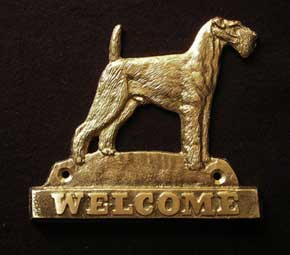 Airedale Terrier welcome plaque hanger
